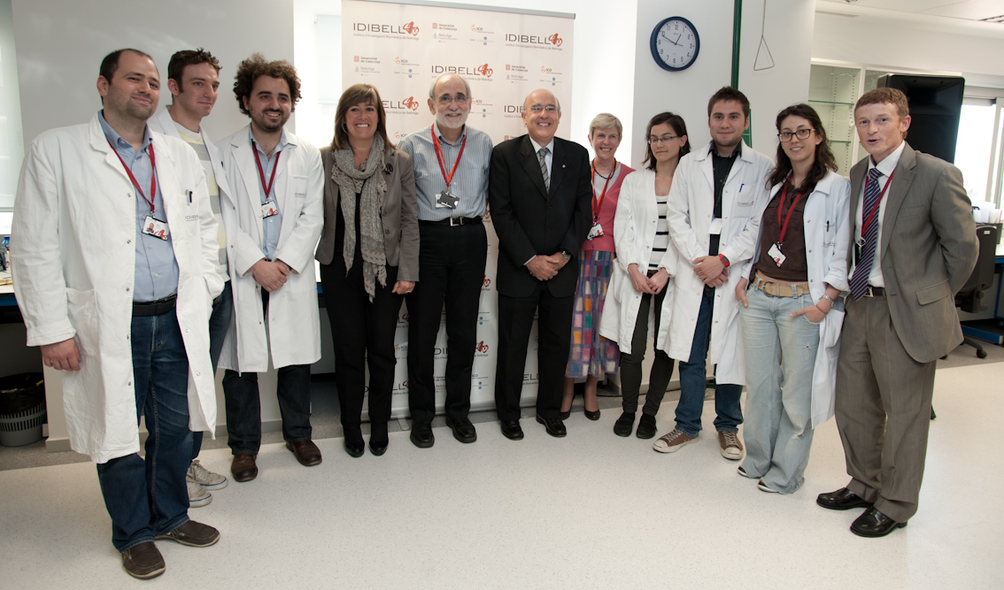 foto Researchers of the Metabolism and Cancer Group with the Health Minister, the Mayor of L'Hospitalet and the General Manager of IDIBELL