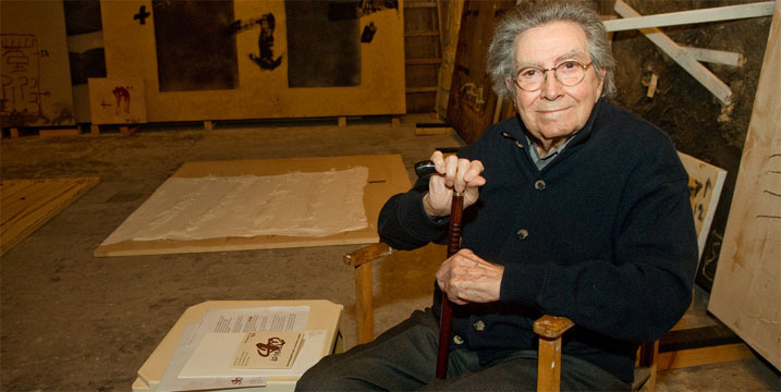 Antoni T&agrave;pies